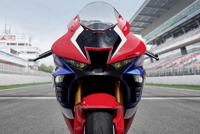 Motor chạy 299km/h trên Đại lộ Thăng Long có giá khoảng 1 tỷ đồng - 4