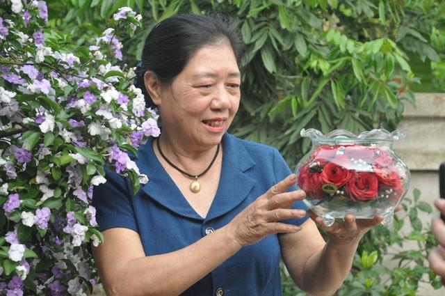 Khởi nghiệp 50 tuổi, nữ giúp việc trở thành chủ cơ sở hoa bất tử - 4