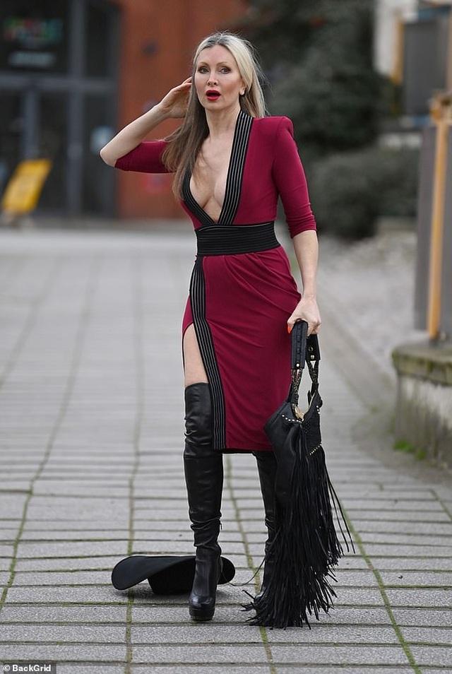 Ngưỡng mộ vẻ trẻ trung của người mẫu 50 tuổi Caprice Bourret - 2