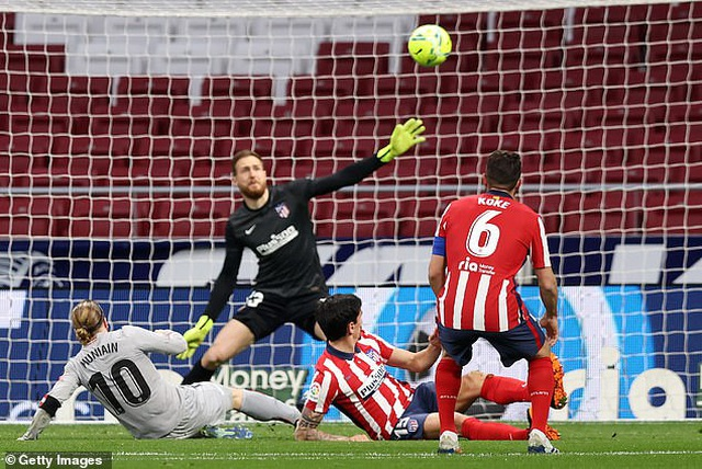 Luis Suarez ghi bàn, Atletico bứt phá trước Barcelona và Real Madrid - 2