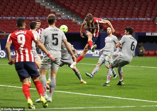 Luis Suarez ghi bàn, Atletico bứt phá trước Barcelona và Real Madrid - 6