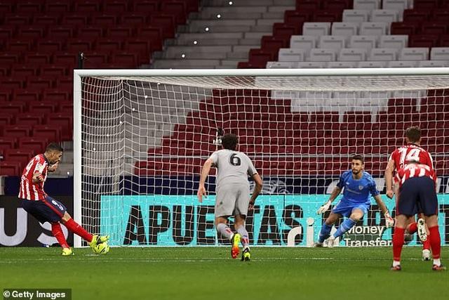 Luis Suarez ghi bàn, Atletico bứt phá trước Barcelona và Real Madrid - 8