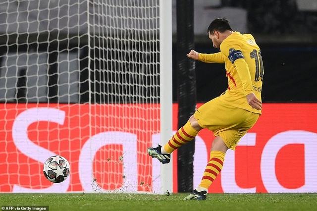 PSG 1-1 Barcelona: Messi ghi bàn và đá hỏng phạt đền - 9