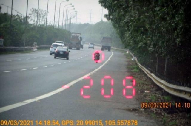 Đã tìm ra thanh niên điều khiển mô tô bay với tốc độ 299 km/h - 3