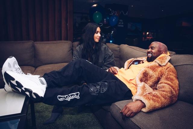 Kanye West cắt đứt liên hệ với Kim Kardashian - 8
