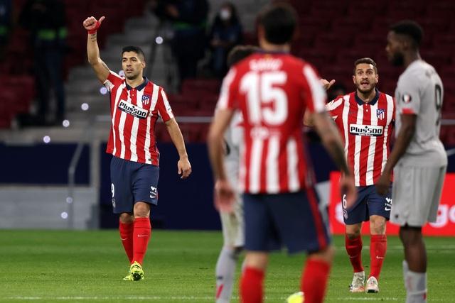 Luis Suarez ghi bàn, Atletico bứt phá trước Barcelona và Real Madrid - 11