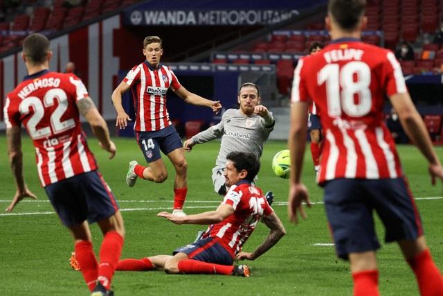 Luis Suarez ghi bàn, Atletico bứt phá trước Barcelona và Real Madrid - 3