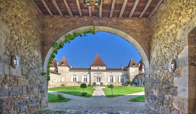 Giới nhà giàu Trung Quốc đổ xô mua lâu đài ở châu Âu - 1