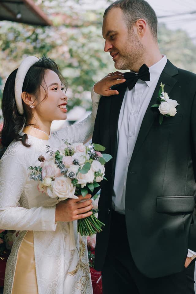 Cô gái Việt lấy chồng Tây hơn 12 tuổi, vượt 7.000km về làm nông trại ở Úc - 1