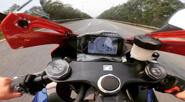 Motor chạy 299km/h trên Đại lộ Thăng Long có giá khoảng 1 tỷ đồng - 1