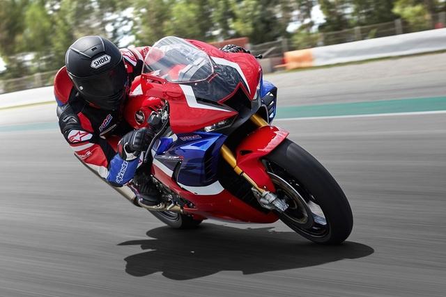 Motor chạy 299km/h trên Đại lộ Thăng Long có giá khoảng 1 tỷ đồng - 2