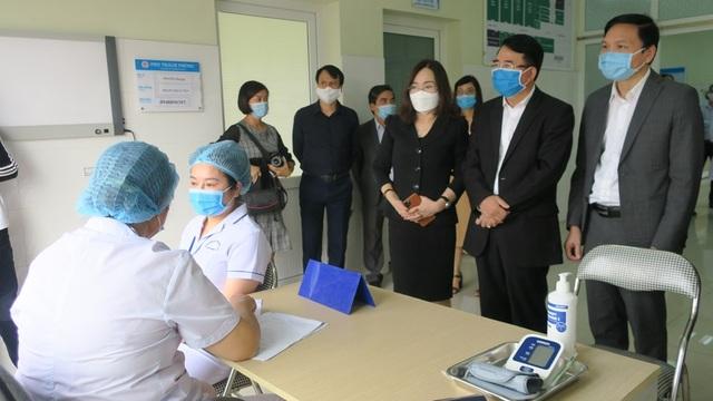 Hải Phòng triển khai mũi tiêm vắc xin Covid-19 đầu tiên - 3
