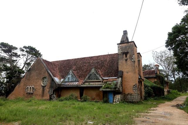 2 công nhân tử vong khi tháo dỡ tu viện cổ ở Đà Lạt - 1
