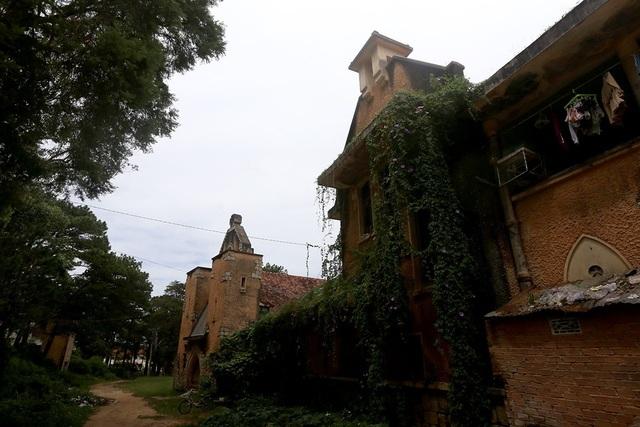 2 công nhân tử vong khi tháo dỡ tu viện cổ ở Đà Lạt - 2