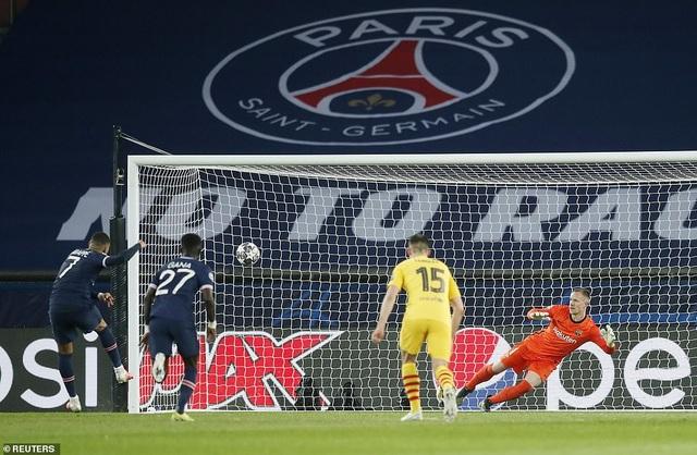 Ghi 4 bàn vào lưới Barcelona, Mbappe xác lập kỷ lục ở Champions League - 1