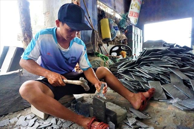 Nhọc nhằn nghề chẻ đá đổi cơm ở Đà Nẵng - 1