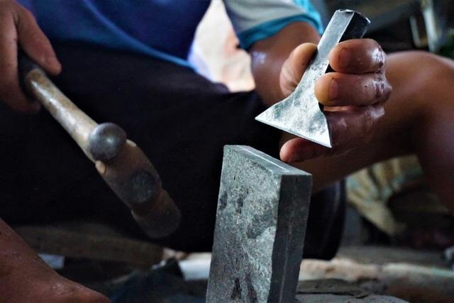 Nhọc nhằn nghề chẻ đá đổi cơm ở Đà Nẵng - 2
