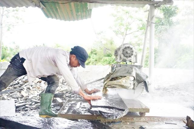 Nhọc nhằn nghề chẻ đá đổi cơm ở Đà Nẵng - 3