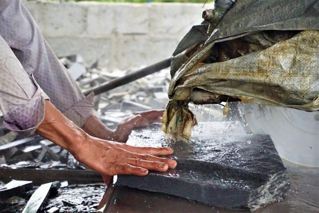 Nhọc nhằn nghề chẻ đá đổi cơm ở Đà Nẵng - 4