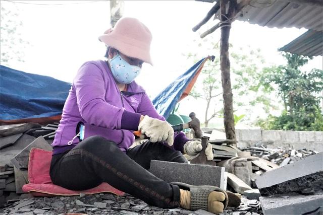 Nhọc nhằn nghề chẻ đá đổi cơm ở Đà Nẵng - 5