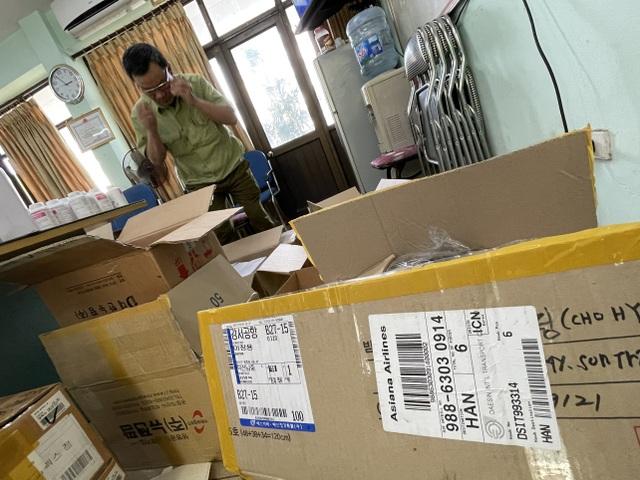 Tóm gọn lô dược phẩm Hàn Quốc không giấy tờ đi ra từ sân bay Nội Bài - 2
