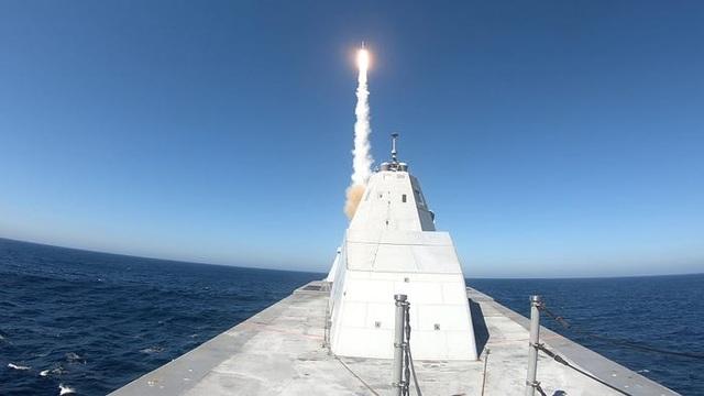 Tàu chiến tàng hình của Mỹ chịu được sóng cao 6m - 3