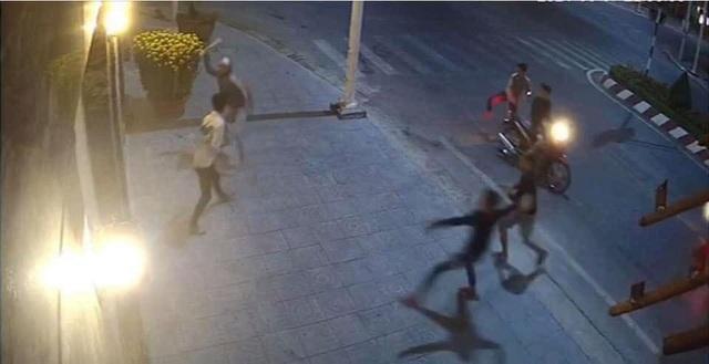 Bắt 17 đối tượng liên quan đến vụ nam thanh niên bị chém gục trên đường - 2