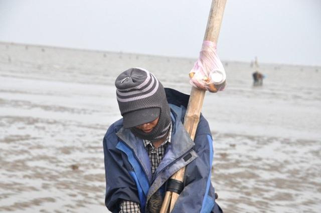 Nghề đi giật lùi nơi cửa biển kiếm gần nửa triệu đồng/ngày - 11