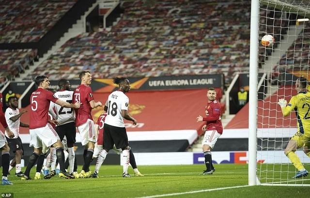 Maguire trở thành tội đồ trong ngày Man Utd bị AC Milan cầm hòa - 9