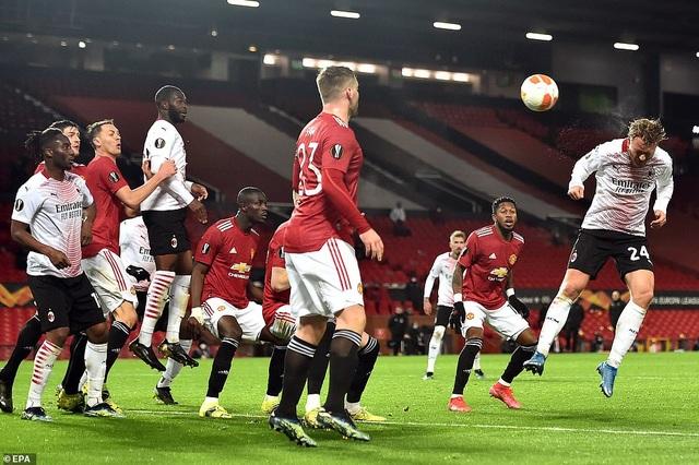 Man Utd ôm nỗi đau phút cuối trước AC Milan, Arsenal thắng dễ dàng - 3