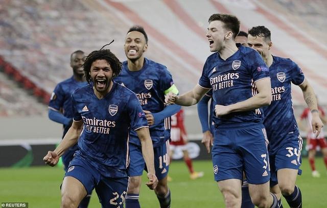 Man Utd ôm nỗi đau phút cuối trước AC Milan, Arsenal thắng dễ dàng - 8