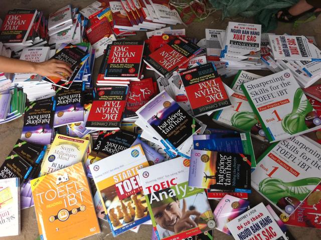 Vụ tàng trữ, phát hành sách giả tại đường Láng có dấu hiệu vi phạm luật - 1