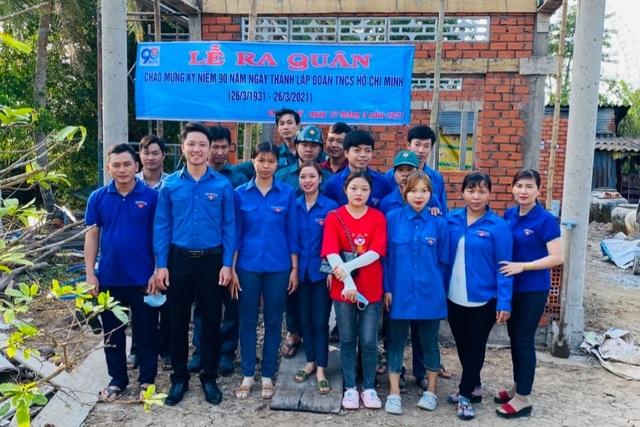 Bạc Liêu: Nữ Đoàn viên thanh niên đẩy xe, xúc đất giúp dân neo đơn làm nhà - 1