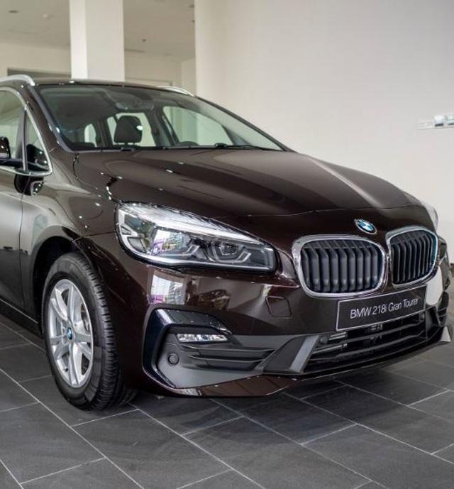 BMW 218i giảm giá rẻ ngang Toyota Innova, nên mua xe nào? - 1