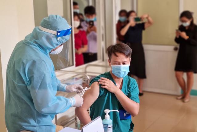 Đà Nẵng tiêm những mũi vắc xin Covid-19 đầu tiên - 5