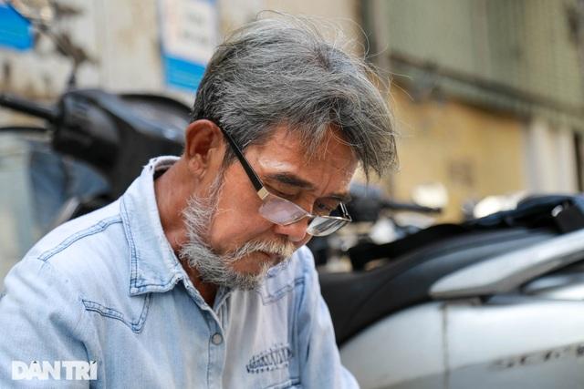 Người đàn ông làm nghề xé đồ jean với chiếc áo giá 20 triệu đồng - 11