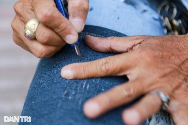 Người đàn ông làm nghề xé đồ jean với chiếc áo giá 20 triệu đồng - 4