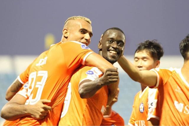 Đức Chinh đá chính, đội bóng của HLV Huỳnh Đức lên ngôi đầu V-League - 1