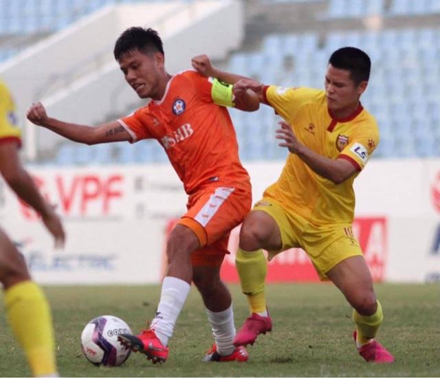 Đức Chinh đá chính, đội bóng của HLV Huỳnh Đức lên ngôi đầu V-League - 2