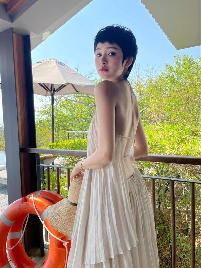 Bà mẹ một con Đàm Thu Trang khoe dáng thon gọn với áo tắm - 14