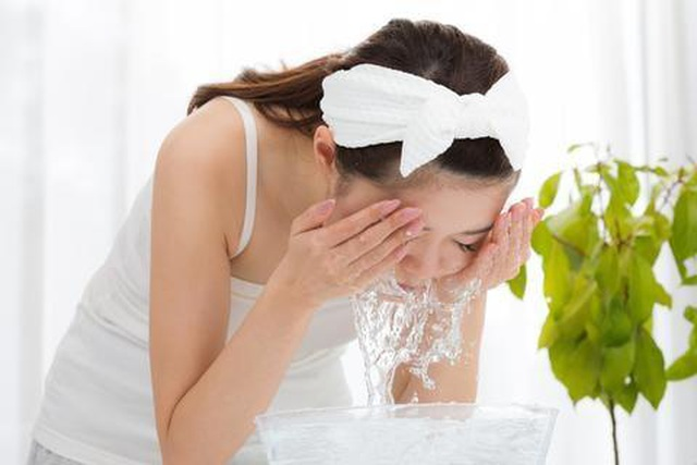4 thói quen buổi sáng giúp bạn sở hữu làn da khỏe đẹp - 2