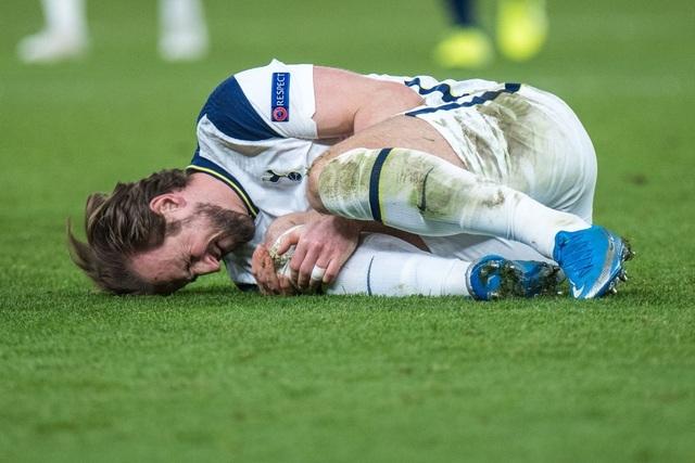 Arsenal 2-1 Tottenham: Lamela lập siêu phẩm Rabona và bị đuổi - 19