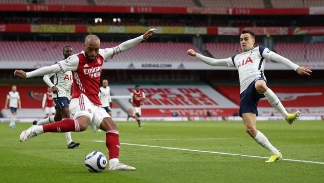 Arsenal 2-1 Tottenham: Lamela lập siêu phẩm Rabona và bị đuổi - 11