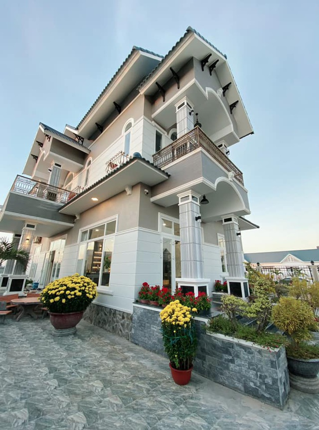 Chàng trai Bình Thuận chi gần 7 tỷ đồng để xây biệt thự tặng cha mẹ - 1