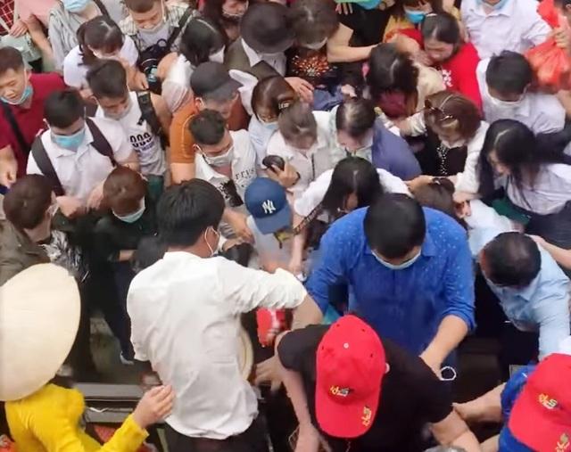 Biển người đổ về chùa Tam Chúc ngày cuối tuần - 8