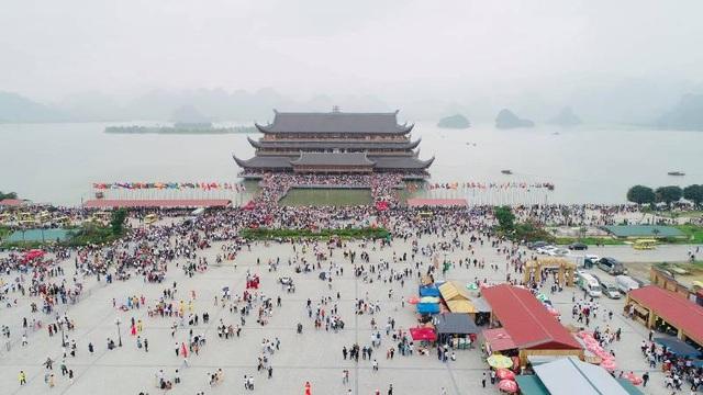 Biển người đổ về chùa Tam Chúc ngày cuối tuần - 5