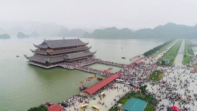 Biển người đổ về chùa Tam Chúc ngày cuối tuần - 3
