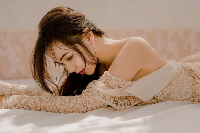 Hot girl 9X đẹp gợi cảm: Độc thân để biết yêu chính mình - 12