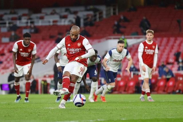 Arsenal 2-1 Tottenham: Lamela lập siêu phẩm Rabona và bị đuổi - 6