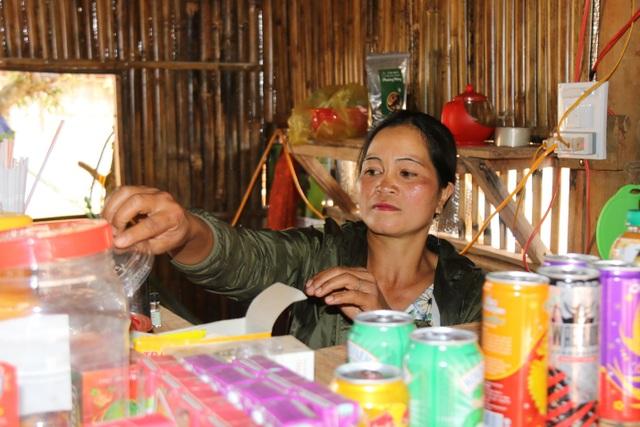 Người phụ nữ dân tộc Mạ thoát nghèo nhờ... 50 con gà lai chọi - 4